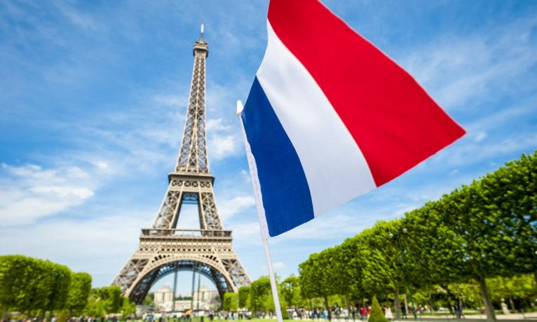 Communautarisme drapeau français tour Eiffel